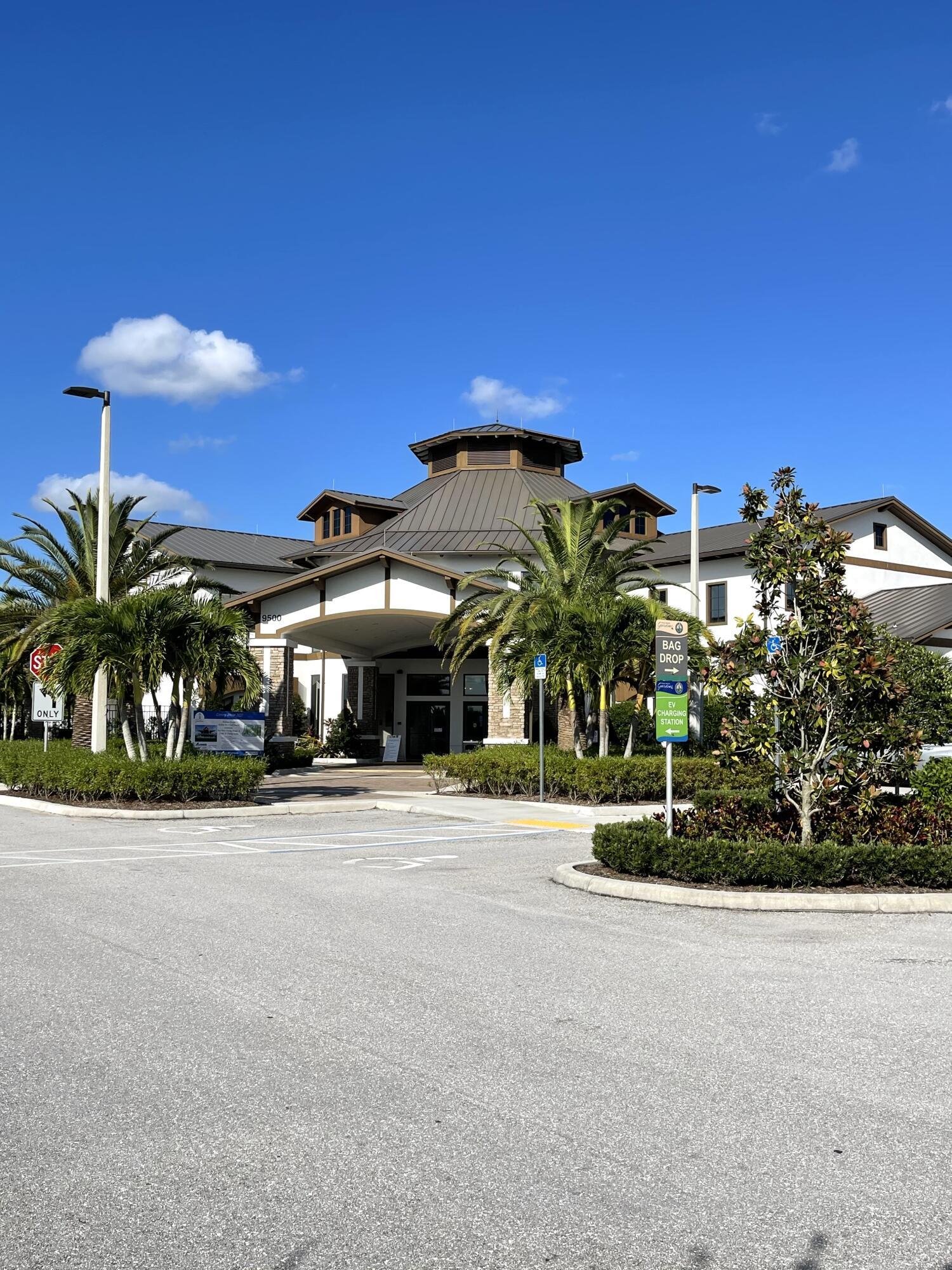 Sand Hill Crane Golf Clubhouse