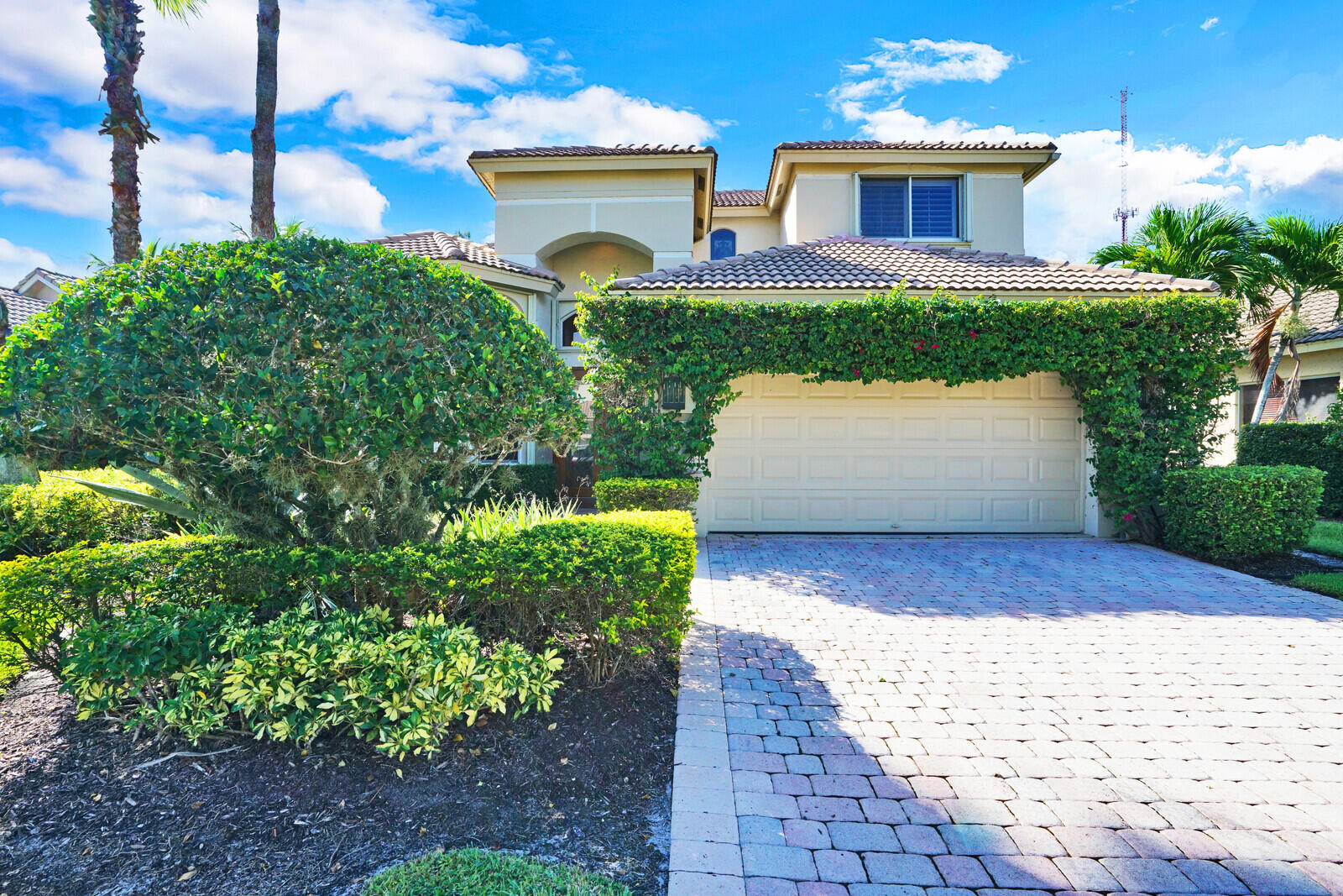 10820  Grande Boulevard  For Sale 10751699, FL