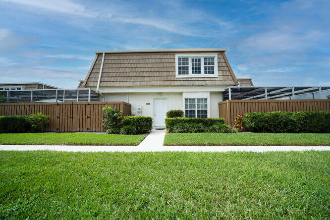 Home for sale in WINCHESTER COURT Palm Beach Gardens Florida