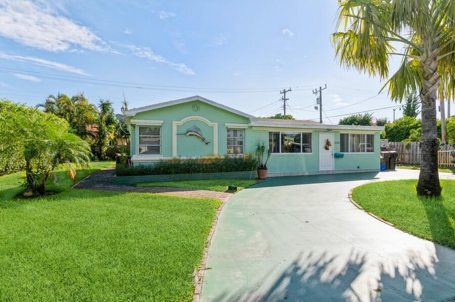 380  Linda Lane  For Sale 10751924, FL