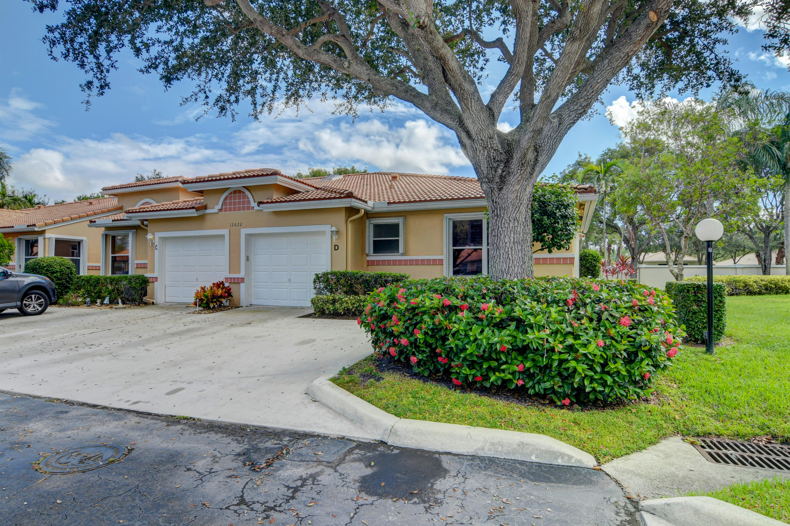 12622  Crystal Pointe Drive D For Sale 10751919, FL