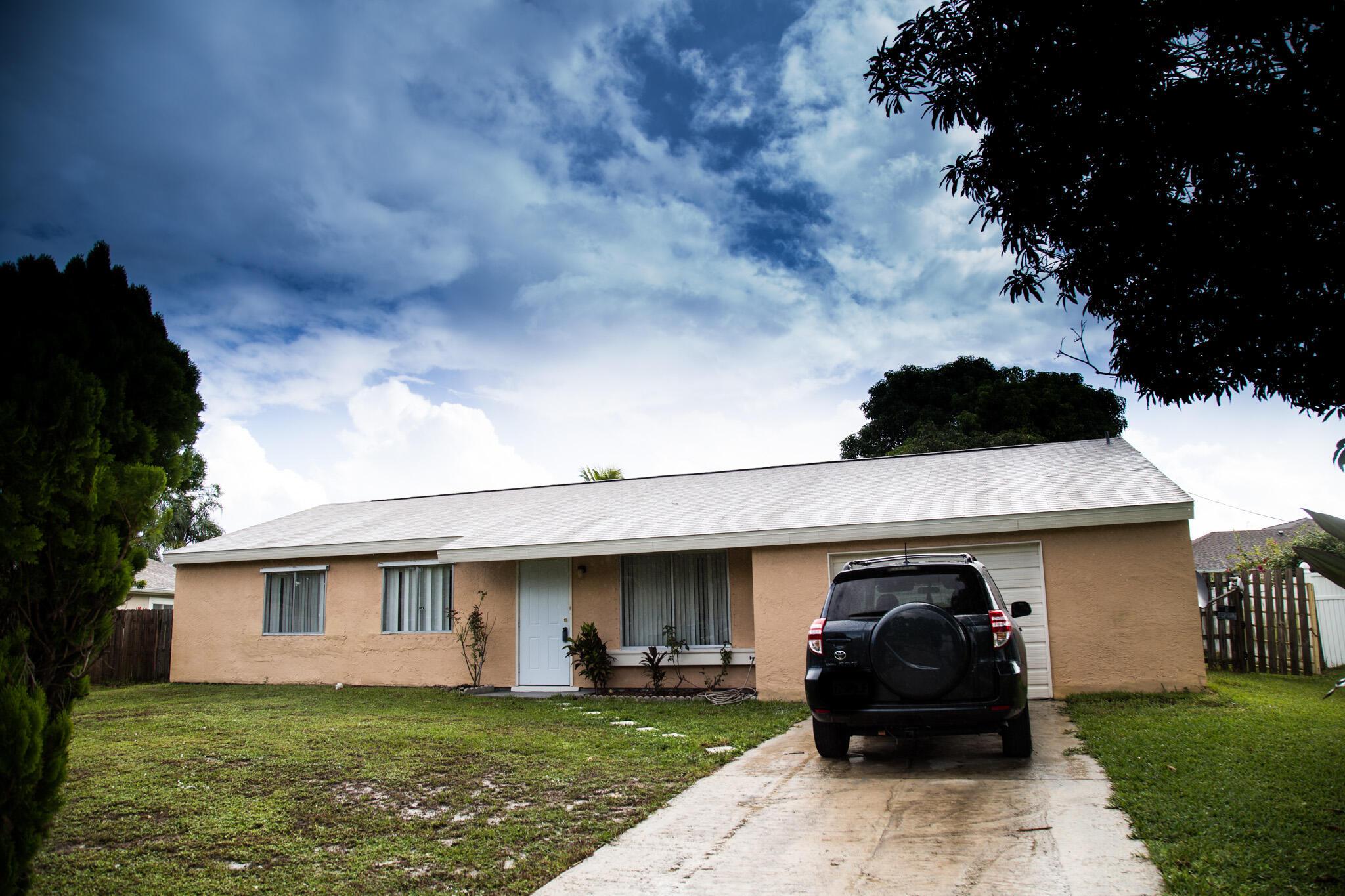 2285 Wald Port Saint Lucie FL 34984