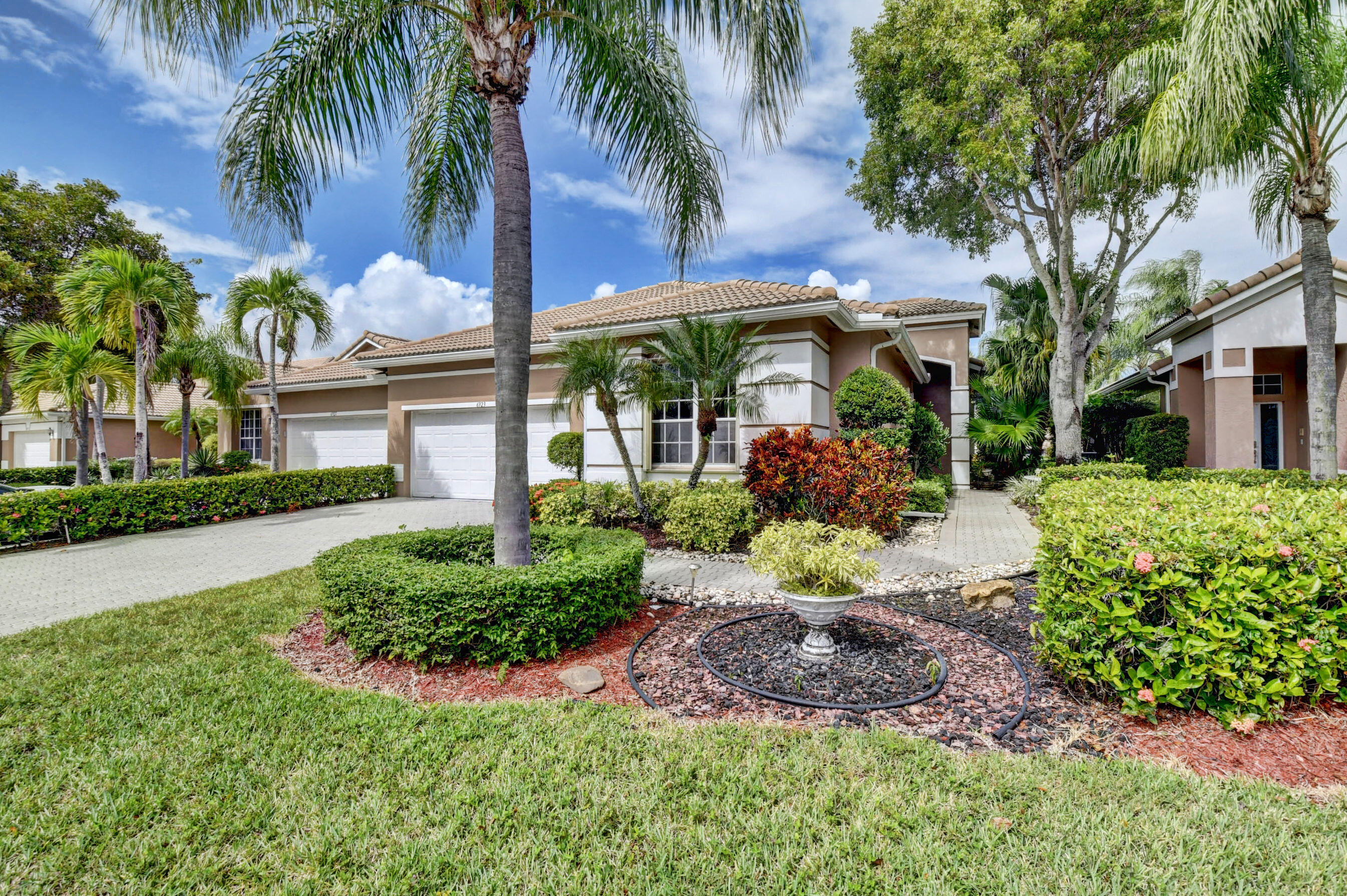 6923  Cairnwell Drive  For Sale 10753116, FL