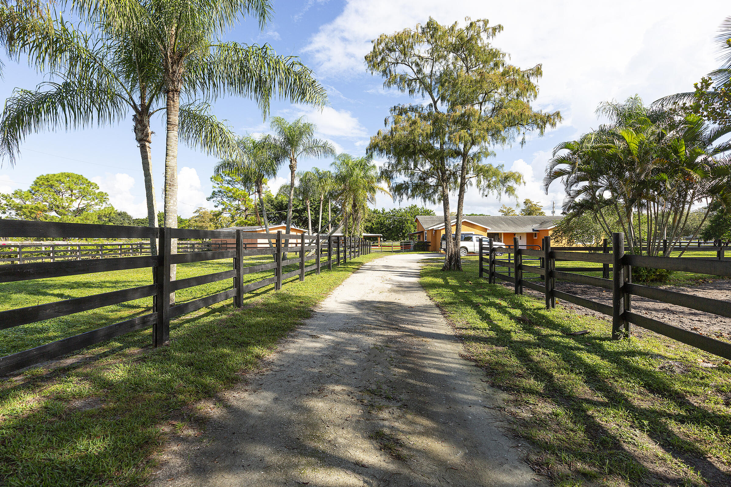 16031  Rustic Road  For Sale 10752244, FL