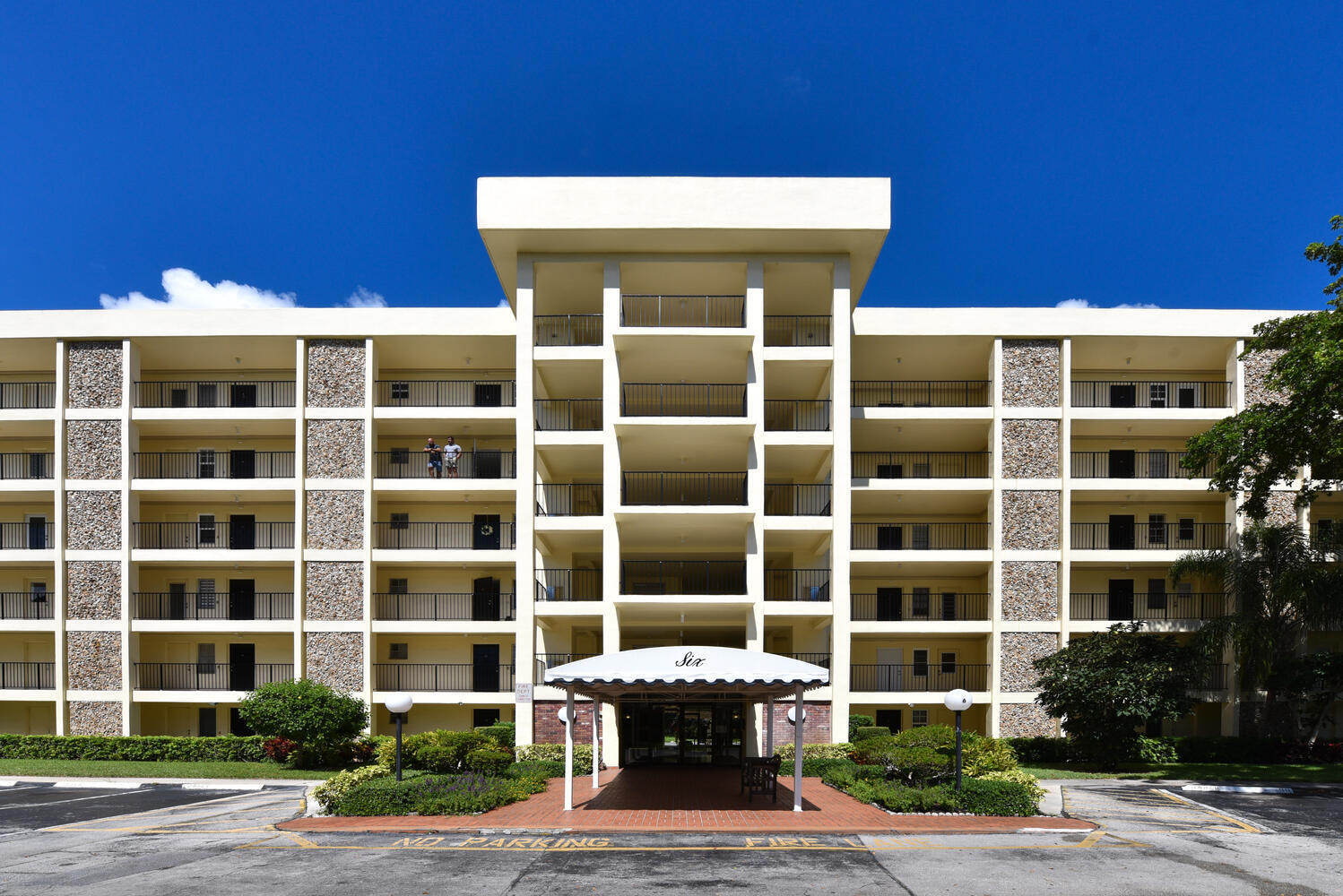 2751 n palm aire dr 306-large-002-004-27