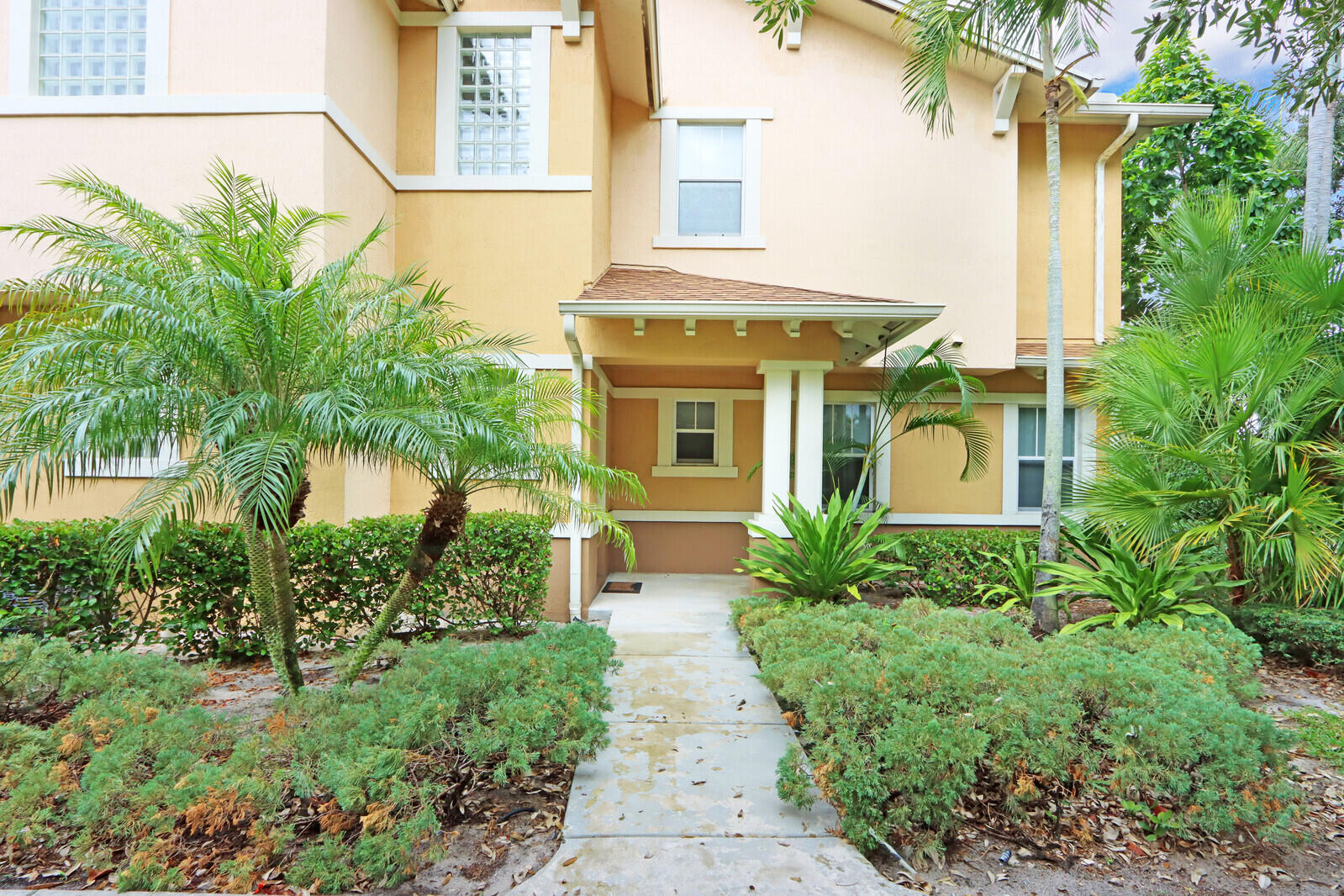 880  Millbrae Court 1 For Sale 10752432, FL
