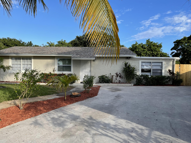 3012 E Palm Drive  For Sale 10727596, FL