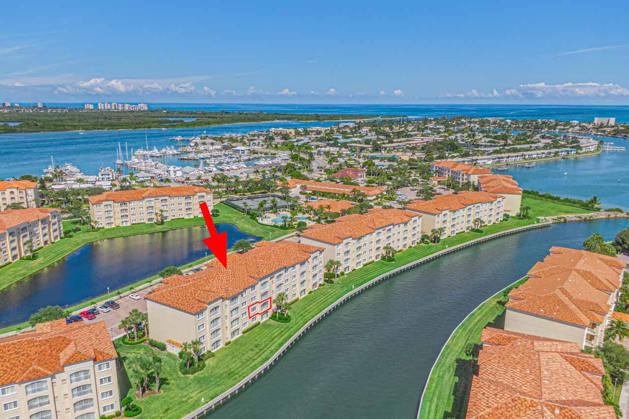 7  Harbour Isle Drive 204 For Sale 10752822, FL