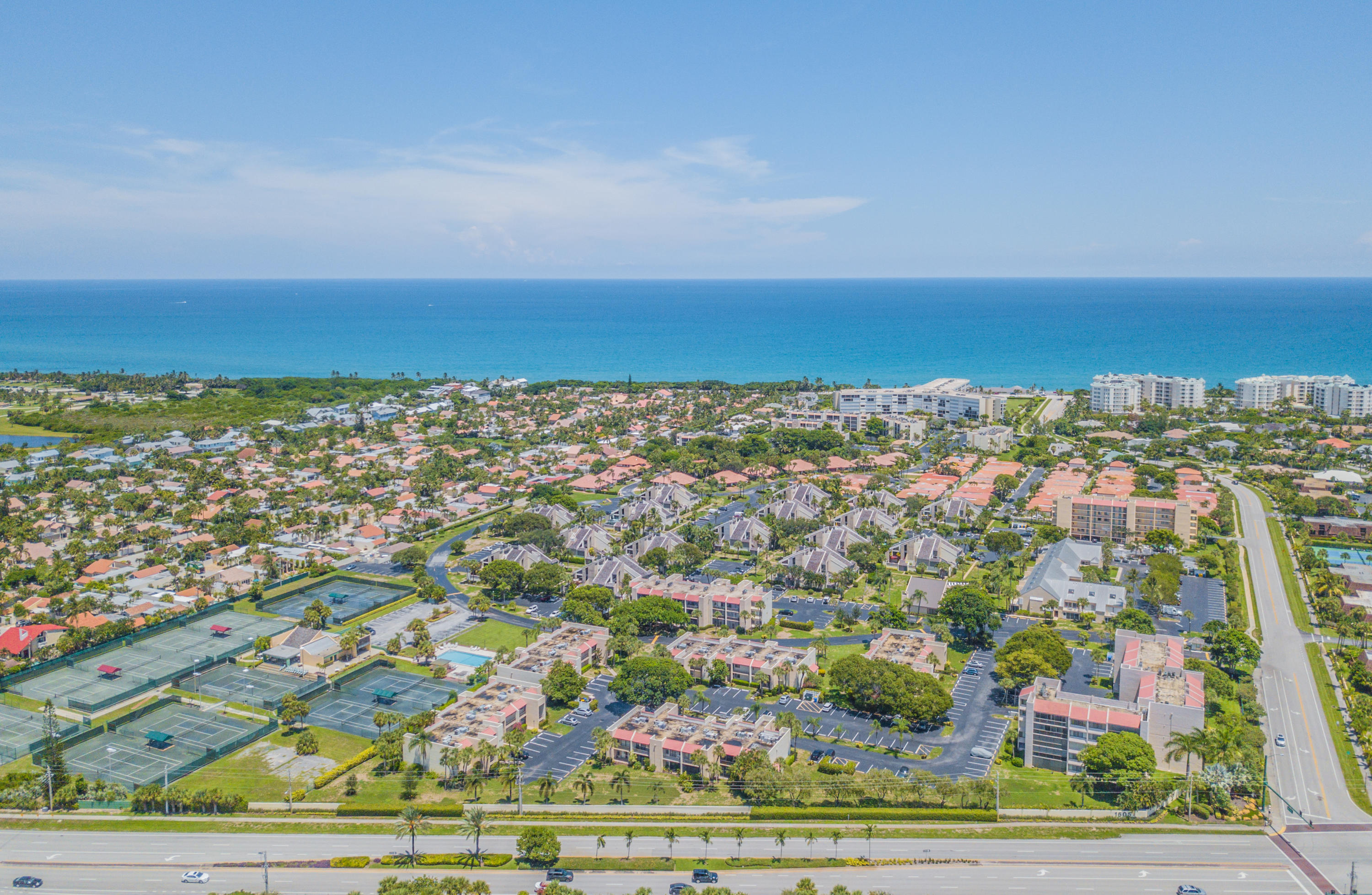 Home for sale in JUPITER OCEAN AND RACQUET CLUB ONE CONDO AND MIDRIS Jupiter Florida