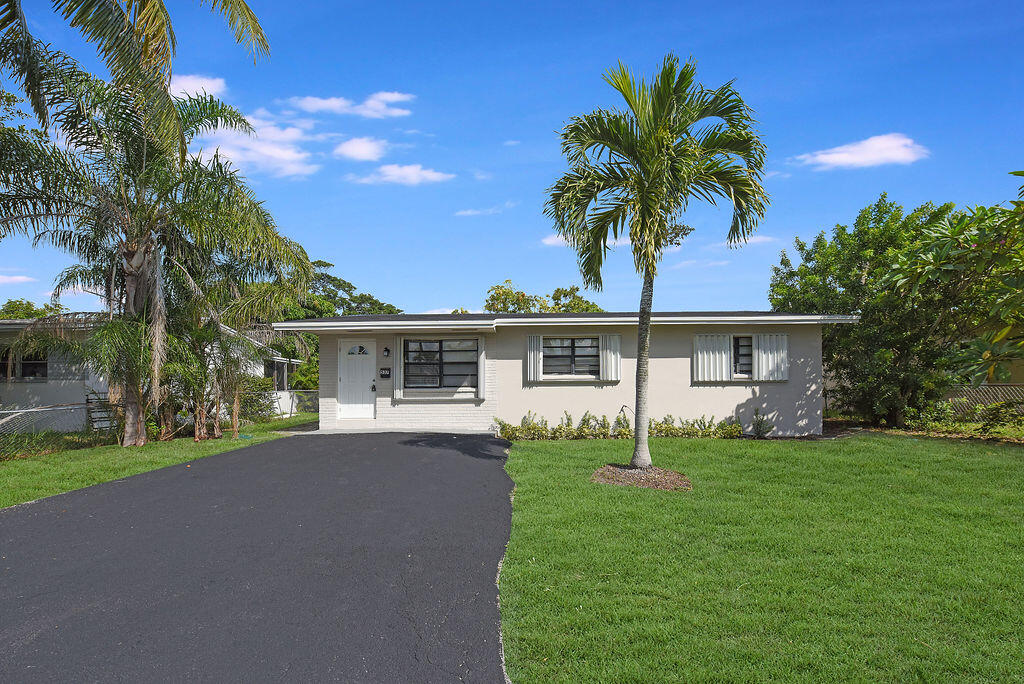 537 NW 9th Avenue  For Sale 10752996, FL