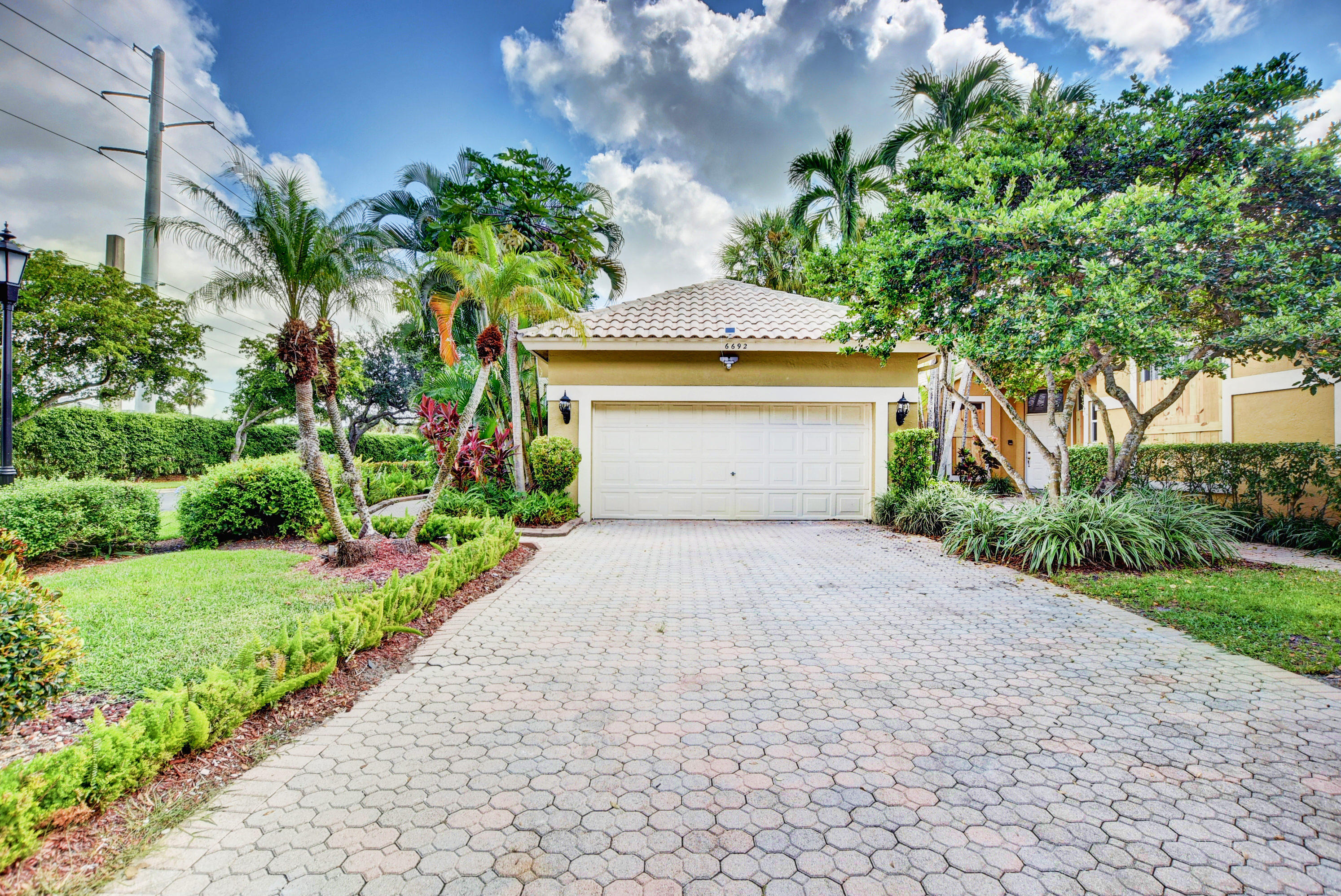 6692 NW 27th Avenue  For Sale 10753083, FL