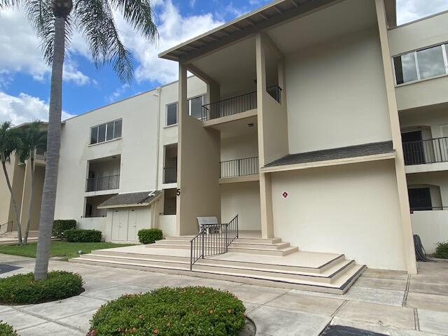 Home for sale in Longwood Palm Beach Gardens Florida