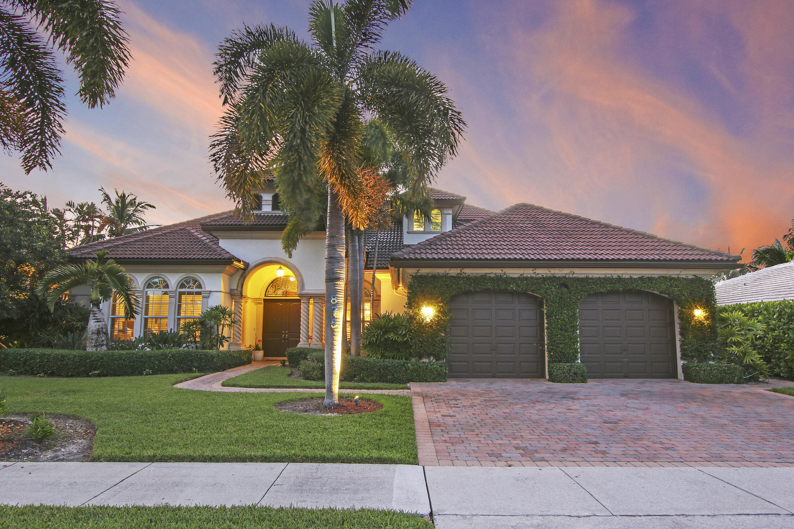 875  Country Club Drive  For Sale 10753641, FL