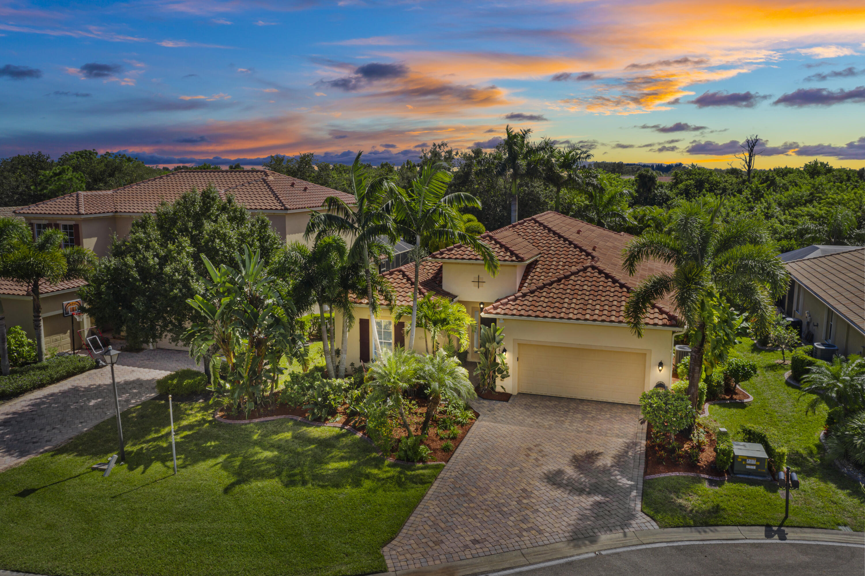 Gorgeous 4 bedrooms, 3 bath home featuring crown molding, granite kitchen with stainless appliances. 2 car garage and private salt water swimming pool. Rm sizes are approx.