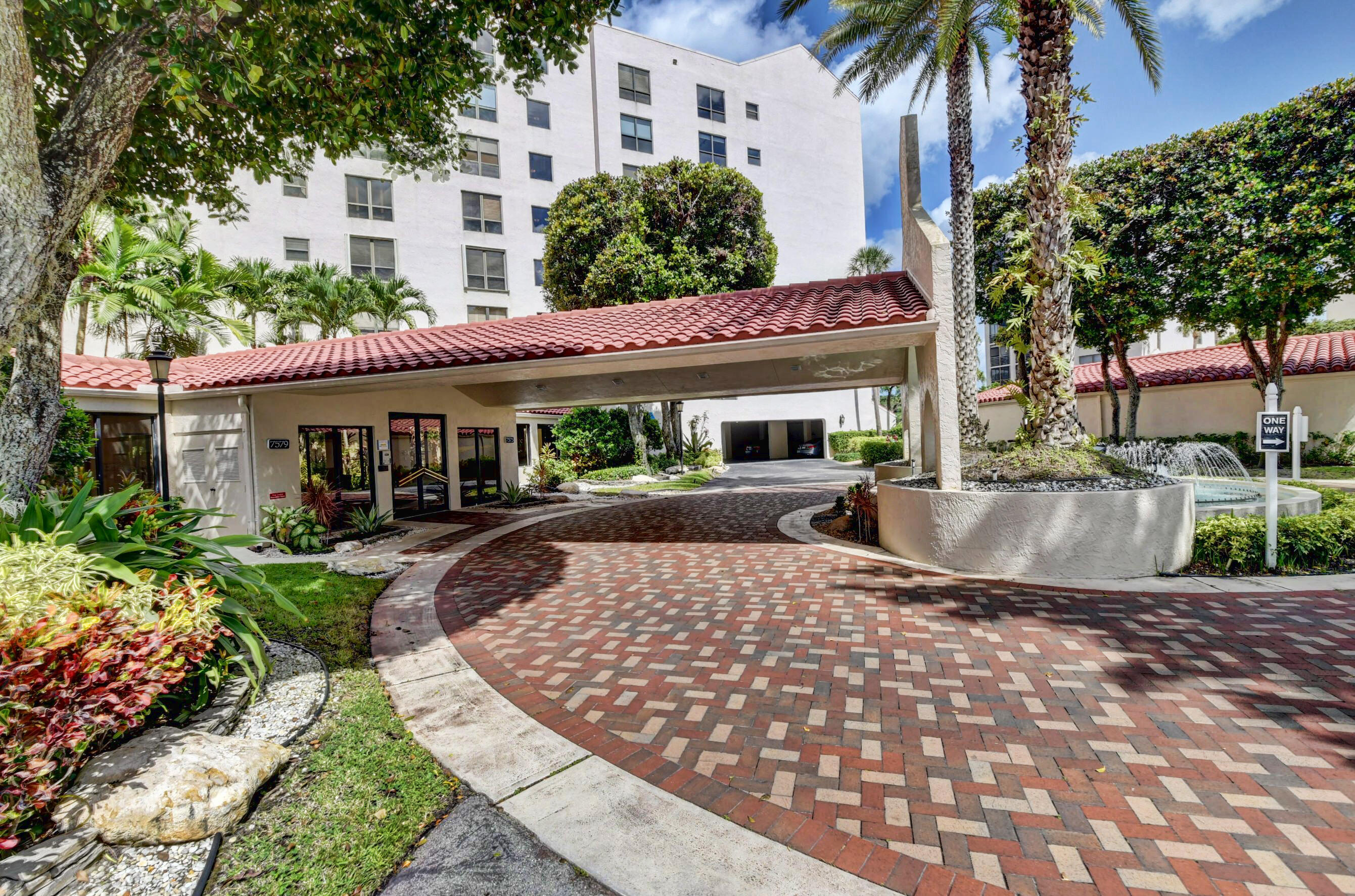 7579  Imperial Drive 702 For Sale 10754000, FL