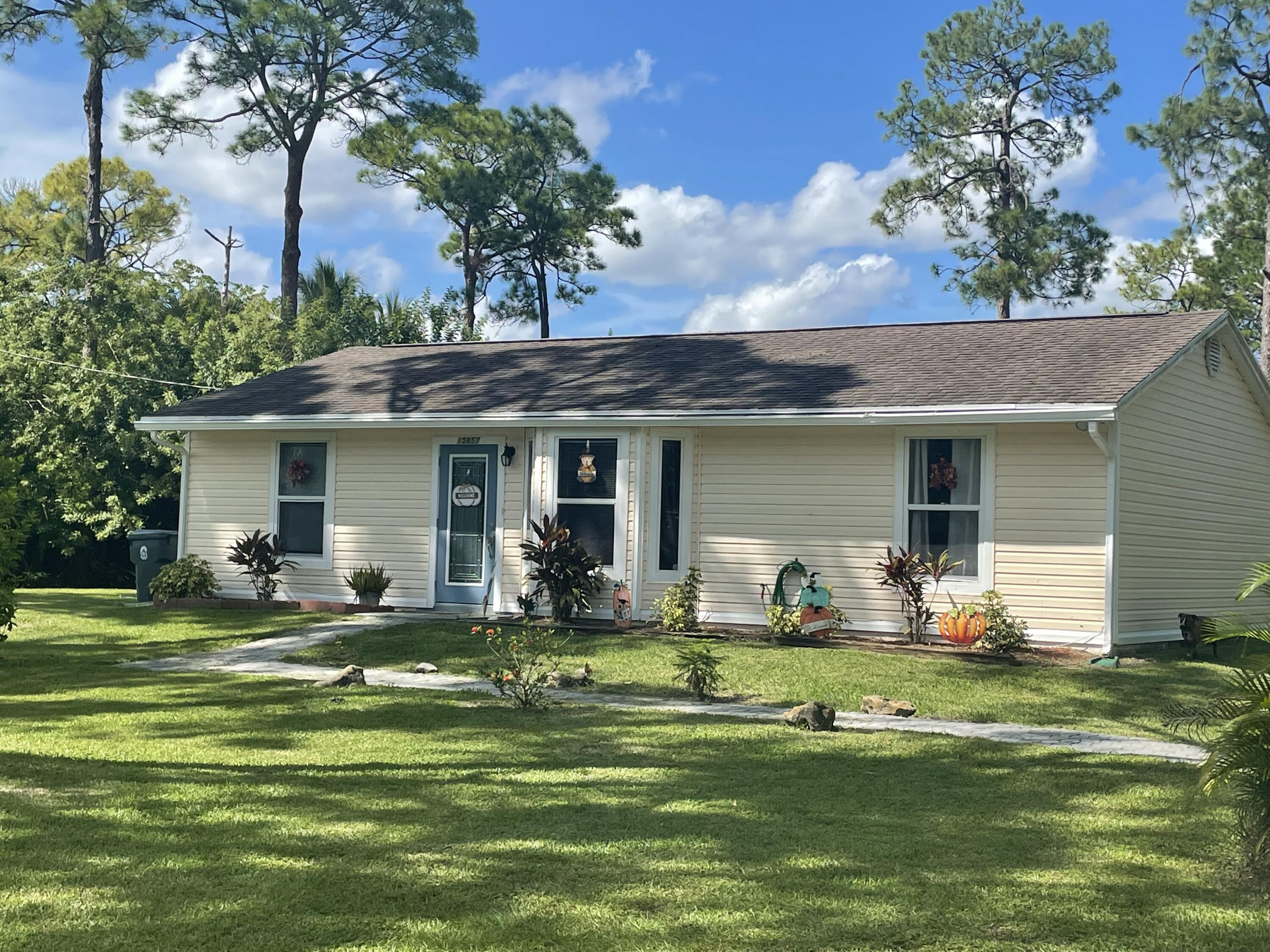 Home for sale in Unincorporated Loxahatchee Florida