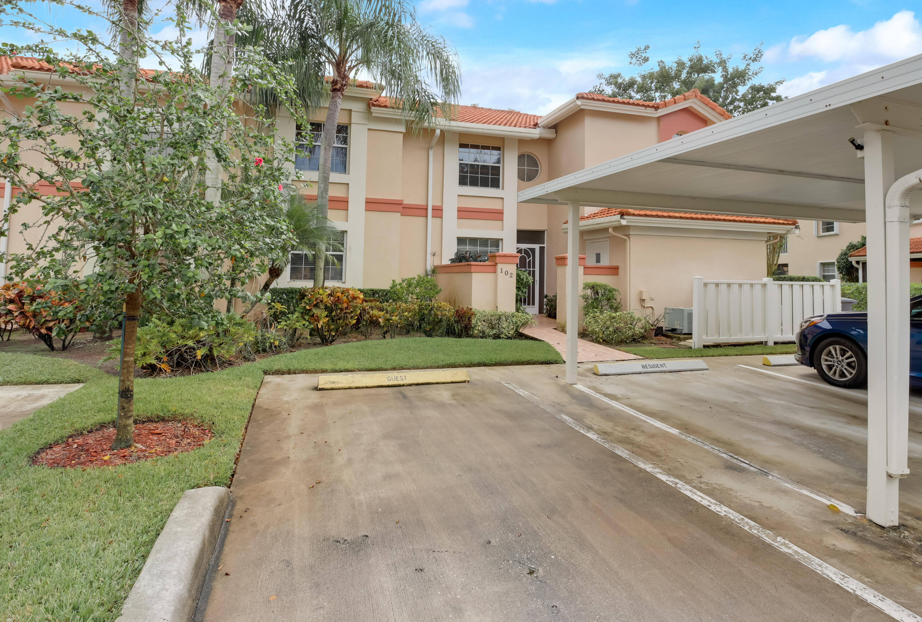 7031  Summer Tree Drive 102 For Sale 10754240, FL