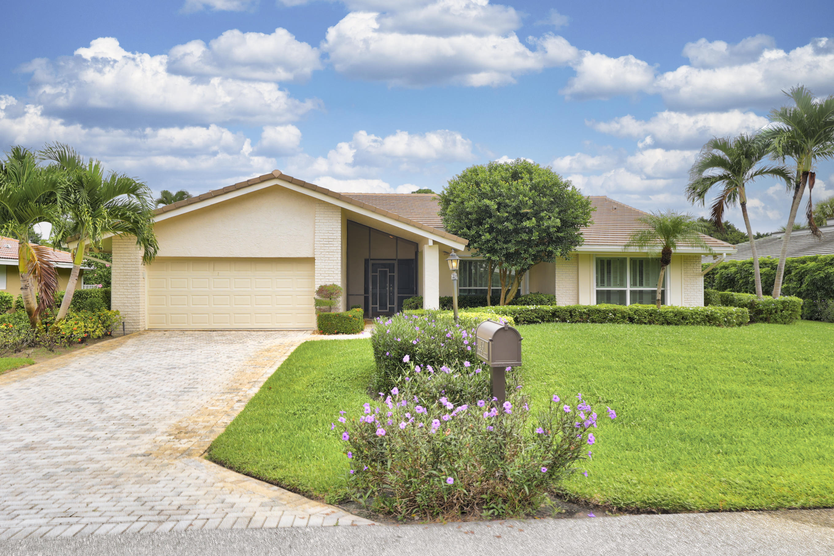 4791  Pineview Circle  For Sale 10754881, FL