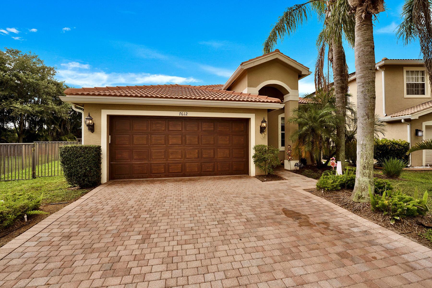 7612  Topiary Avenue  For Sale 10754896, FL