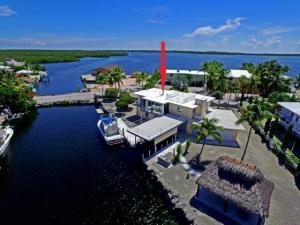 633 Island Drive