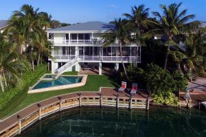 424 S Coconut Palm Boulevard