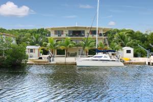 40 S Andros Road, Key Largo, FL 33037