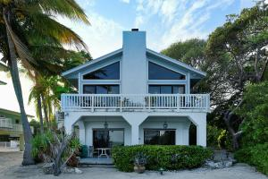 3 bed 2 1/2 bath ocean front home