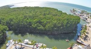 66 Waterways Drive, Key Largo, FL 33037