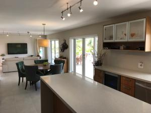 164 Bessie Road, Plantation Key, FL 33036