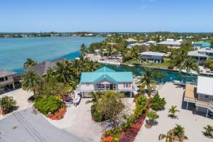 17049 W Bonefish Lane, Sugarloaf Key, FL 33042