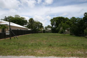28 S Andros Road, Key Largo, FL 33037