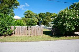 258 Azalea Street, Plantation Key, FL 33070