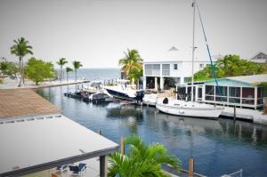 20 Flamingo Road, Key Largo, FL 33037
