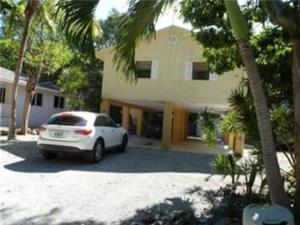 139 N Bay Harbor Drive, Key Largo, FL 33037
