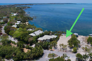 Buy & build! Wide open Florida Bayfront parcel WITH building right. Excellent Plantation Key location just a stone's throw from Snake Creek and offering endless unobstructed year-round sunsets.New dock, boat ramp, water & electric in place, cleared and ready to build your dream home!