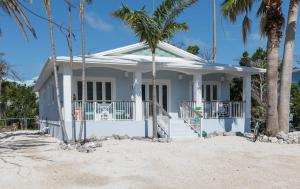 Solid concrete home built by one of the premier contractors in the Upper Keys. Poured concrete roof, impact resistant windows and a large open floor plan. Light and airy feel to this modern home. Over 1,600 square feet of living area plus a nice open porch.