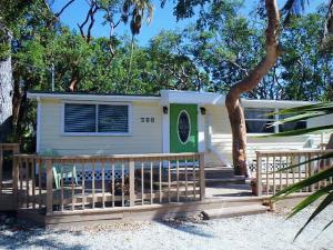 125 Tree Lane, Key Largo, FL 33070
