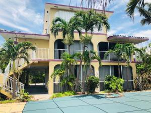 431 E Shore Drive, Summerland Key, FL 33042