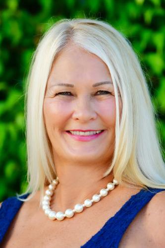 Debora Steele agent image
