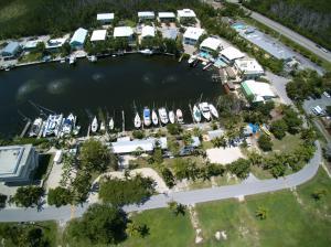 200 Treasure Harbor Drive, Plantation Key, FL 33036