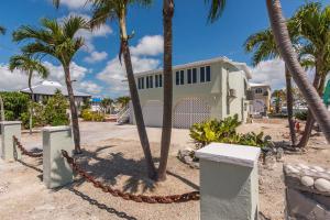 555 Caribbean Drive E, Summerland, FL 33042