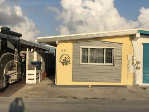 28 Sadowski Scwy Way, Key Colony, FL 33051