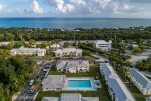 Conveniently located close to all Islamorada has to offer.