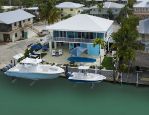 110 Valencia Drive is perfect waterfront property in Venetian Shores!