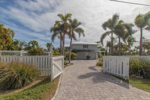 17218 E Dolphin Street, Sugarloaf Key, FL 33042