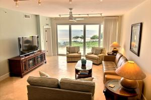 Furnished 2nd level condo