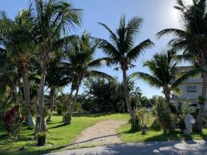 328 S Coconut Palm Boulevard, Plantation Key, FL 33070