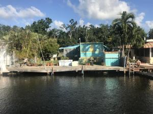 8 Grassy Road, Key Largo, FL 33037