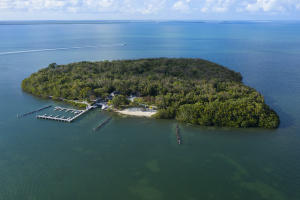 10 Cannon Point, KEY LARGO, FL 33037