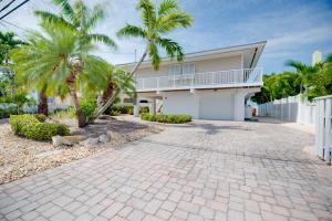 556 Caribbean Drive E, Summerland, FL 33042